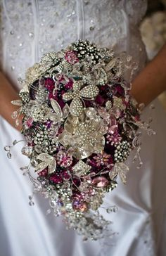 Every bride holds a bouquet, and it's a very important thing that helps to complete your bridal look. If you are looking for something special, go for a brooch bouquet. God, I just can't help admiring this cuteness! Bouquet Bling, Wedding Brooch Bouquets, Crystal Bouquet, Button Bouquet, Diy Bouquet, Broschen Bouquets, Bouqets, Purple Bouquets, Bridesmaid Bouquets