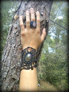 Brazalete de macrame hecho a mano con piedra natural por Nogyan