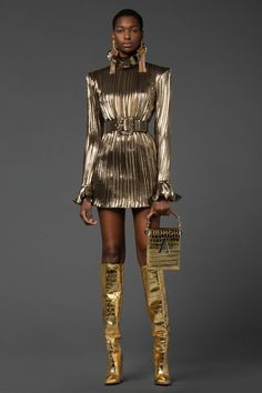 Runway Fashion, Fashion News, High Fashion, Fashion Beauty, Denim Trends, Metallic Dress, Vogue Russia, Fashion Show Collection, Ideias Fashion