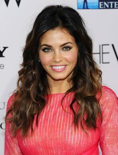 Jenna Dewan-Tatum. She's so pretty. Love her hair and makeup in this pic.