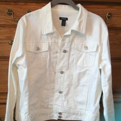"IZOD White Jean Jacket. 98% cotton/ 2% spandex.  Absolutely in great shape. Approximately 23"" from shoulder in length. IZOD Jackets & Coats Jean Jackets"