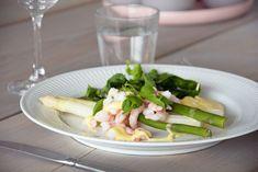 Asparges og Sauce Mousseline - Opskrift på forårs asparges Maj, Dessert, Juni, Vegetables, Dressing, Dessert Food, Deserts, Vegetable Recipes, Postres