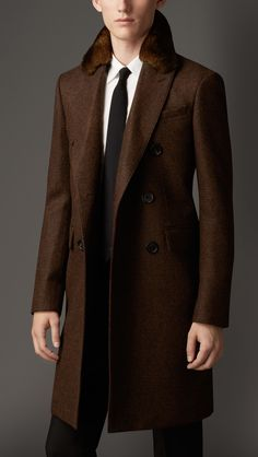 Burberry London Wool Greatcoat with Rabbit Topcollar Sharp Dressed Man, Well Dressed Men, Moda Men, Military Style Coats, Fashion Outfits, Mens Fashion, Men's Outfits, Suit And Tie, Gentleman Style