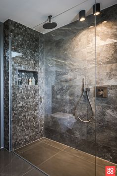 Our Smart Lotis tubed lighting. Picture by Peter Baas - Designed by Linda Lagrand. Chic Bathrooms, Amazing Bathrooms, Bathroom Light Fixtures, Bathroom Lighting, Suite Principal, Bathroom Tile Designs, Shower Designs, Bathtub Remodel, Minimalist Architecture
