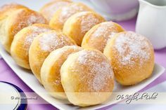 Bomboloni al forno Baked donuts, a lighter version of Krapfen. You can fill it with cream, nutella, jam. Italian Pastries, Italian Desserts, Italian Cake, Italian Recipes, Italian Diet, Churros, Torta Zebra, Doce Light, Delicious Desserts