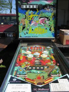 Glorious vintage pinball machine!