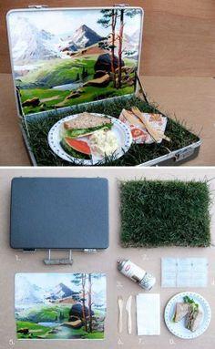 Picknickmand met humor Nodig: Een oude aktetas of koffertje met handvat Een stukje nepgras Karton Lijm(spray) Leuke foto van een landschap, afgedrukt op maat van je koffer