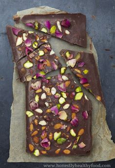 ROSE & PISTACHIO RAW CHOCOLATE - Raw chocolate is full of antioxidants, therefore a healthy chocolate alternative. A delicious dairy and refined sugar free chocolate recipe made with cacao! Good Healthy Recipes, Healthy Sweets, Healthy Baking, Raw Food Recipes, Healthy Snacks, Vegetarian Recipes, Healthy Fries, Raw Chocolate, Healthy Chocolate