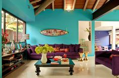 Vibrant beach house in blue tones and aubergine accents Room Colors, House Colors, Estilo Kitsch, Living Spaces, Living Room, Home And Deco, Beautiful Space, Colorful Interiors, My Dream Home