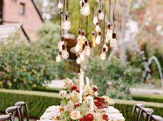 #mariage #table #bougies #fleurs #extérieur #ampoules