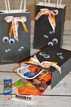 Create these fun Halloween craft DIY Ghost Halloween Treat Bags