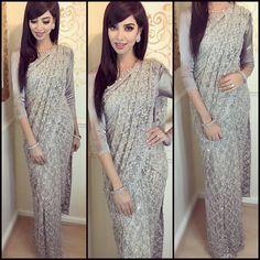 Silk Blouse Designs for your Saree Designer Sarees Collection, Latest Designer Sarees, Saree Collection, Designer Dresses, Elite Fashion, Traditional Indian Wedding, Blouse Designs Silk, Work Sarees, Vintage Style Dresses