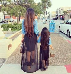 35 du plus beau look assortis pour mère et fille Mom Daughter Matching Outfits, Mommy And Me Outfits, Family Outfits, Mother Daughter Photos, Mother Daughter Fashion, Mommy And Me Photo Shoot, Style Feminin, Mommy And Son, Mommy Style