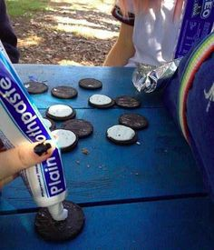 25 people who are bigger jerks than you'll ever be: The person violating these Oreos
