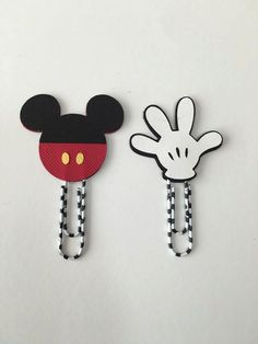 Mickey Mouse inspired planner clips (set of inspired planner clips-planner decor-planner swag-planner paperclips-planner addicts Mickey Mouse planner clips (set of planner clips-planner decor-planner… Paperclip Crafts, Paperclip Bookmarks, Felt Crafts, Paper Crafts, Disney Diy, Disney Crafts, Paper Clips Diy, Disney Planner, Bookmark Craft