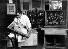 Что такое Баухаус | Arzamas Пауль Клее в своей студии в школе Баухаус. Веймар, 1924 год