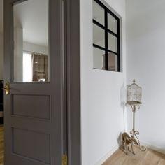 兵庫県M邸-こだわりのキッチンと暮らす-の部屋 玄関-室内窓-