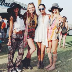 Boho chic gypsy look, festival style, modern hippie scene. Festival Looks, Festival Style, Festival Mode, Music Festival Fashion, Festival Wear, Festival Outfits, Music Festivals, Festival Clothing, Fashion Music