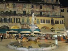 537  Madonna Verona, piazza Erbe, Verona, Veneto. ( foto di Stefania Lacquaniti)