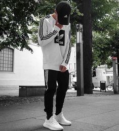 White Yeezy Boost 350 with white Adidas hoodie Swag Street Style Yeezy Outfit, Streetwear Mode, Streetwear Fashion, Streetwear Jeans, Streetwear Summer, Mode Dope, Urban Fashion, Mens Fashion, Snow Fashion