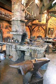 Kris Forge and Workshop Brasstown NC North Carolina Art Fer, Atelier Design, Blacksmith Forge, Blacksmith Workshop, La Forge, Blacksmith Projects, Welding Projects, Forging Metal, Its A Mans World