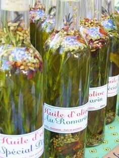 Fancy Flavors: How to Infuse Olive Oils Herb-infused olive oil is fan. Fancy Flavors: How to Infuse Olive Oils Herb-infused olive oil is fantastic for making a Flavored Oils, Infused Oils, Flavored Olive Oil, Flavoured Butter, Homemade Gifts, Diy Gifts, Homemade Mocha, Olives, Food Gifts