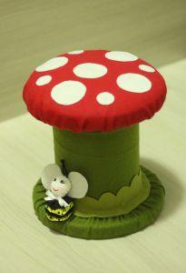 Banquinho de cogumelo feito de Carretel