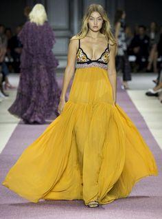 Dit waren Gigi Hadids 8 beste catwalkmomenten van fashion week - Vogue Nederland