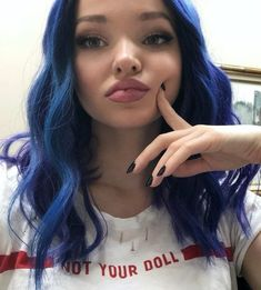 Image uploaded by ILY 검은. Find images and videos about hair, purple and dove cameron on We Heart It - the app to get lost in what you love. Cameron Hair, Dov Cameron, Disney Descendants Movie, Les Descendants, Dove Cameron Descendants, Dove And Thomas, Dove Cameron Style, Mal And Evie, Booboo Stewart