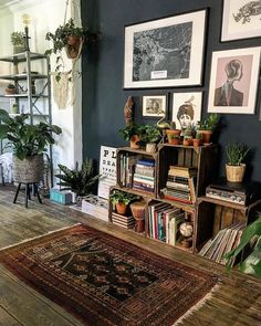 This eclectic and dark room has captured all our hearts this week and that& why . - This eclectic and dark room captured all our hearts this week and that& why …, - Crate Bookshelf, Low Bookshelves, Aesthetic Rooms, Home And Deco, Eclectic Decor, Eclectic Design, Eclectic Style, Bohemian Interior Design, Dining Room Design