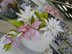 Bolo decorado com flores www.nininhasigrist.com.br