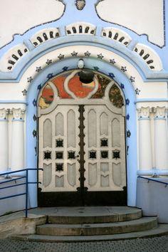 Faux saloon type doors at Church in Bratislava, Slovakia Cool Doors, Unique Doors, When One Door Closes, Door Gate, Place Of Worship, Door Knockers, Closed Doors, Doorway, Arches