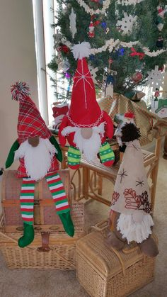 Health And Nutrition, Gnomes, Christmas Stockings, Scandinavian, Christmas Crafts, Arts And Crafts, Holiday Decor, Home Decor, Interior Design