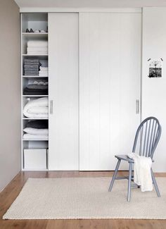51 How to Build a Wall of Closets from Scratch That You Can Try in Your Home # Bedroom Wardrobe, Bedroom Doors, Home Bedroom, Girls Bedroom, Bedroom Ideas, Casa Santa Rita, Ideas Armario, Sliding Cupboard, Bedroom Door Decorations