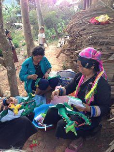 🎈🎉 LOUBESS FÊTE SES 1AN 🎉🎈 Du 25/10 au 07/12  EVENEMENT SPECIAL ANNIVERSAIRE jusqu'au 18 novembre ! Les coups de cœur d' Oumy:  L'artisan Akha Biladjo du Laos #jouets #artisanal #laos #loubess #marseille #art #savoirfaire