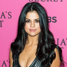 This+Is+What+Selena+Gomez+Looks+Like+With+Blue+Eyes