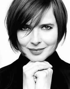 Isabella Rossellini posters - Size: 12 x 17 inch, 18 x 24 inch, 24 x 32 inch Medium Hair Styles, Short Hair Styles, French Bob, Isabella Rossellini, Swedish Actresses, Italian Beauty, Italian Style, Female Images, Hair Goals