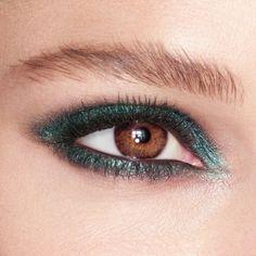 Charlotte Tilbury Eyes to Mesmerise Cleopatra Cat Eye Makeup, Beauty Makeup, Hair Makeup, Chanel Makeup, Makeup Inspo, Makeup Inspiration, Makeup Geek, Cream Eyeshadow, Winged Liner