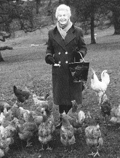 Duchess of Devonshire with her chickens Vintage Photographs, Vintage Photos, Chicken Pictures, Chicken Lady, Chickens And Roosters, Chicken Breeds, Vintage Farm, Derbyshire, Chickens Backyard
