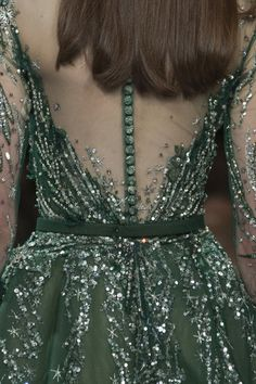 Ziad Nakad at Couture Fall 2017 - Details Runway Photos High Fashion Dresses, Fashion Outfits, Fashion Trends, Unshrink Clothes, Green Gown, Fashion Details, Fashion Design, Gala Dresses, Indian Designer Outfits