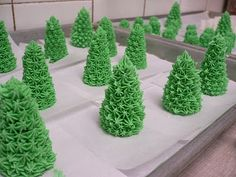 How to make awesome little trees and shrubs for your gingerbread house yard!  :)