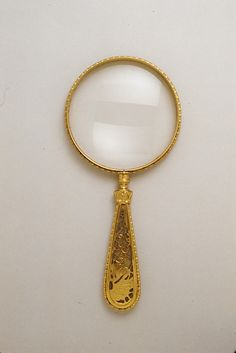 Magnifying Glass Designed by Louis Comfort Tiffany (American, New York City New York City) Maker: Tiffany Studios Date: ca. a lovely piece of work. Tiffany & Co., Louis Comfort Tiffany, Magnifying Glass, Glass Design, Metropolitan Museum, Vintage Antiques, Art Decor, Art Nouveau, Glass Art