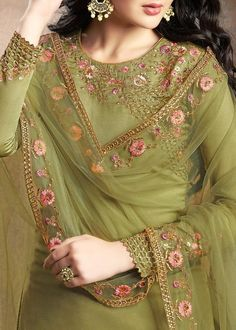 Light Green Traditional Embroidered Indian Gharara Suit will make you look elegant and stylish on any indian wedding function. Bridal Suits Punjabi, Pakistani Party Wear Dresses, Simple Pakistani Dresses, Designer Party Wear Dresses, Kurti Designs Party Wear, Pakistani Dress Design, Gharara Designs, Wedding Salwar Suits, Punjabi Dress