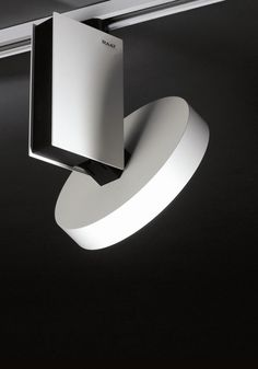 Abaco's design concept emphasises a visually balanced grouping of several lighting elements, which are connected to a ceiling track. The individual LED elements can be rotated in all directions. Their aluminium housings are kept in black and white while the white lampshade is made of frosted polycarbonate. Using LED technology makes it possible to develop housings in unconventional sizes and proportions. The design language of the spotlight housings makes them look remarkably wide and flat.