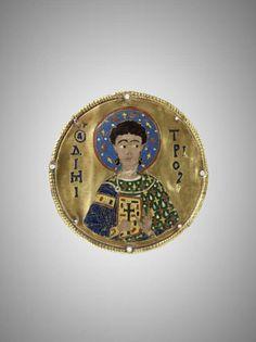 Locket: Saint Demetrios.  Gold, enamel Cloisonne - late eleventh - early twelfth century. Louvre Museum