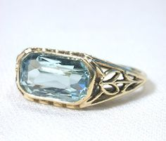 Artistic Aquamarine Ring in Gold