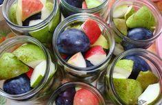 Voňavý ovocný kompot Deli, Plum, Fruit, Vegetables, Food, Veggies, Essen, Vegetable Recipes, Yemek