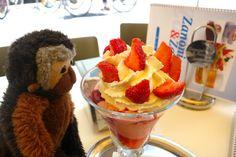 Apen matkat: Wien osa 10, maisemia tornista, lounaaksi jäätelöä, illalliseksi Wieninleike Raspberry, Strawberry, Fruit, Desserts, Food, Tailgate Desserts, Deserts, Essen, Strawberry Fruit