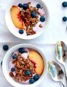 Yummy Mummy Kitchen: Healthy Breakfast with Tropical Homemade Granola Recipe Yogurt Breakfast, Breakfast And Brunch, Breakfast Recipes, Breakfast Ideas, Breakfast Healthy, Dinner Healthy, Breakfast Bowls, Healthy Desayunos, Healthy Snacks