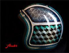 Helm mit XXL Metalflakes mit Custom Painting in türkis-blau